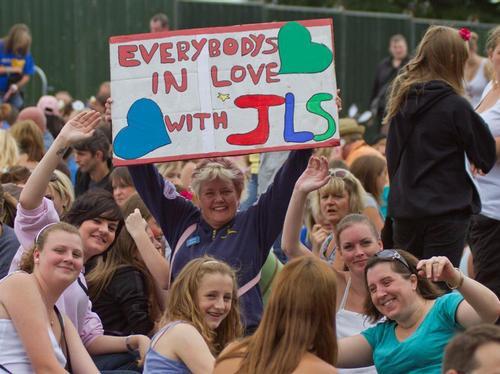 JLS at the Embankment