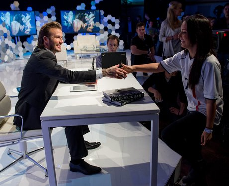 David beckham signs autograph for fan