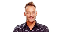 Toby Anstis, full length presenter photo Jan 2017-