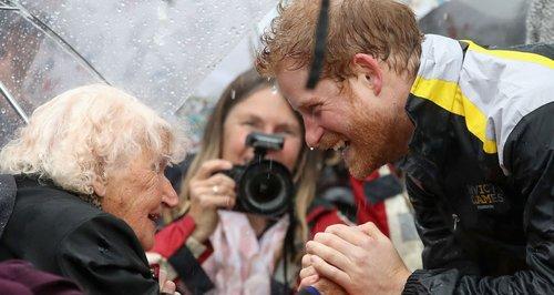Prince Harry, kiss