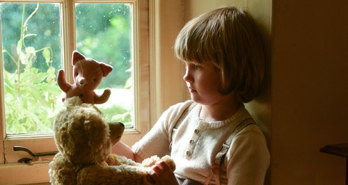 The Origins Of Winnie The Pooh Explored In Goodbye Christopher Robin Trailer